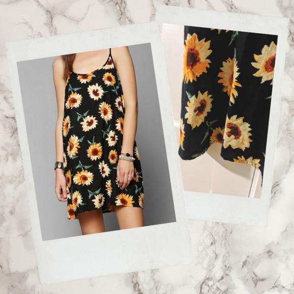 Kimchi Blue Dresses & Skirts - Kimchi Blue ▪ UO 90s Styled Sunflower Shift Dress
